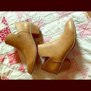 Rocket Dog Ankle Boots sz 7.5 in Tan